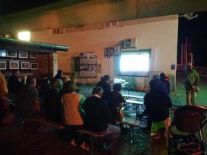 Projekcija dijela dokumentarne serije Blue planet II na ribarnici u Salima